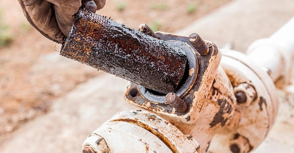 Cómo prevenir contaminantes en aceites lubricantes